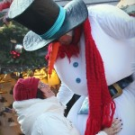 Weihnachtsmann, Emgel, Elfe, Schneeman und andere Weihnachtliche Motive auf Stelzen. Die Stelzenläufer des Blue Moon Künstlerteams (Köln, Bonn, Düsseldorf, Leverkusen, Düren, Aachen, Essen, Ruhrgebiet, etc.) kommen ganz groß als Walkact auf Ihrer Weihnachtsfeier (Weihnachtsmarkt, Weihnachtsparade, Weihnachtsevent, Christbaumschlagen, etc.) heraus!