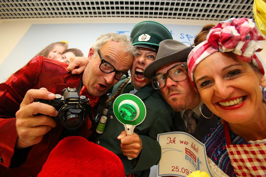 Lustige und komische Comedy-Walkacts (Künstler zu buchen und als Idee für Ihre Veranstaltung in Köln, Bonn, Düsseldorf, Düren, Aachen, Levenrkusen, Essen Ruhrgebiet oder auch in ganz Deutschland!